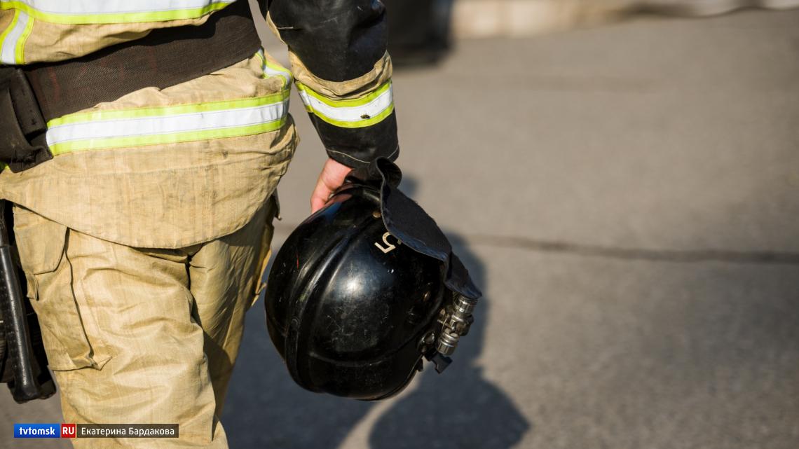 Более 30 человек тушили пожар в жилом доме в селе Дзержинском