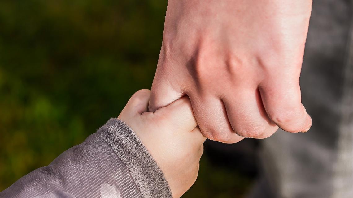 Томичей просят помочь двухлетней девочке, которой нужна операция на сердце