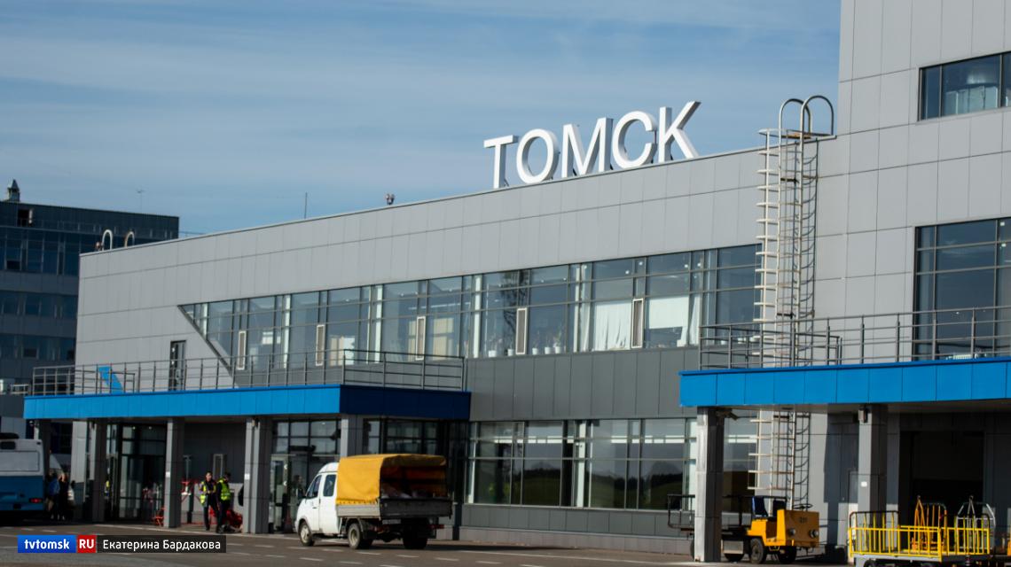 В масках и с тепловизором: как встречают пассажиров в томском аэропорту (видео)