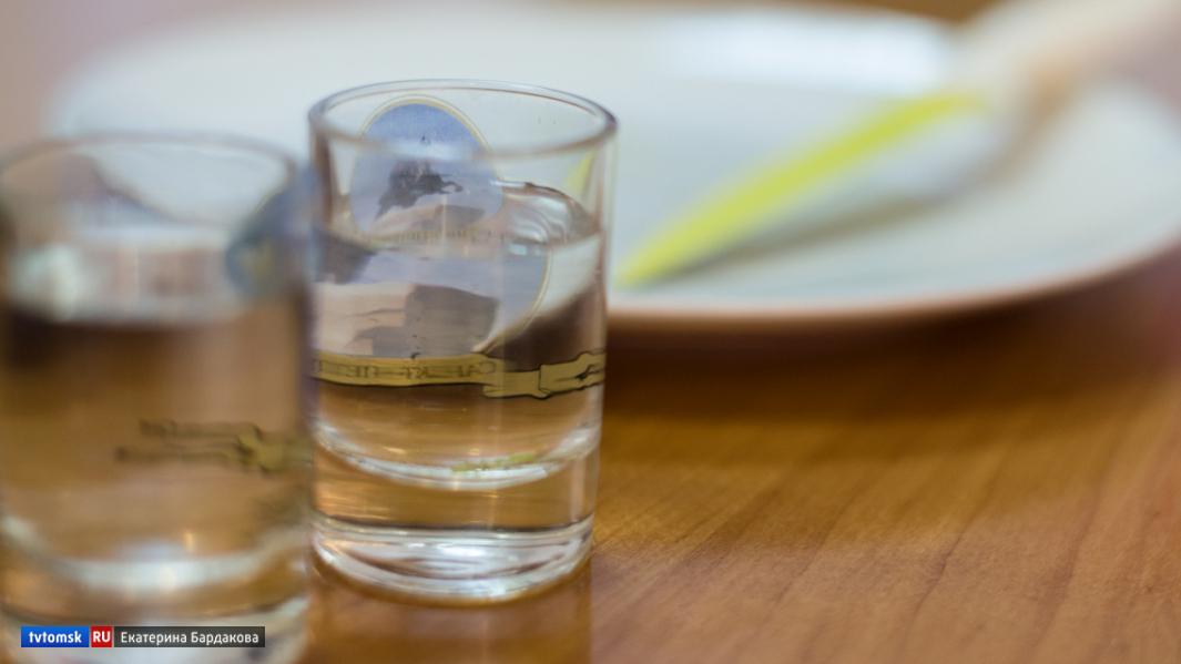 Четыре магазина Томска получили штрафы за нелегальный алкоголь