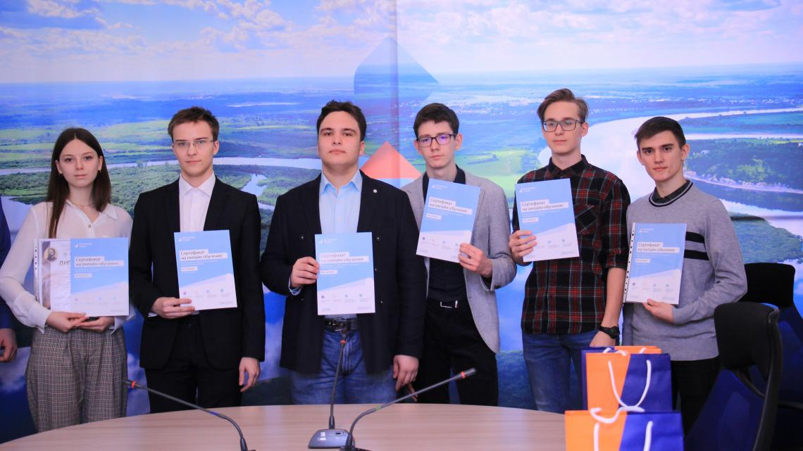 Томским школьникам вручили бесплатные сертификаты «Ростелеком. Лицей»